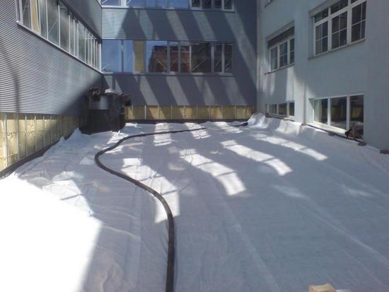 plocha-strechy-pripravena-na-instalaci-substratu_large2