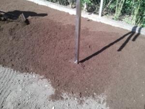 Travní koberce - pokládka v jednoduché zahradě